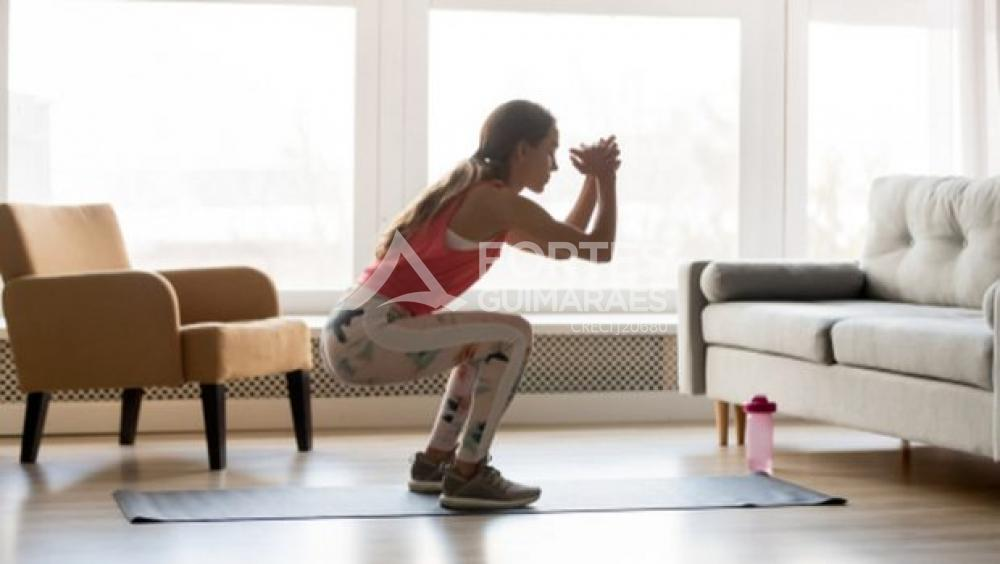 Exercícios físicos para fazer durante e depois do trabalho em casa.