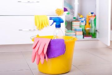 Veja passo a passo de como limpar os vidros do seu apartamento