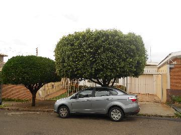 Alugar Casas / Padrão em Ribeirão Preto. apenas R$ 1.600,00