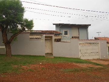 Alugar Casas / Padrão em Ribeirão Preto. apenas R$ 2.100,00