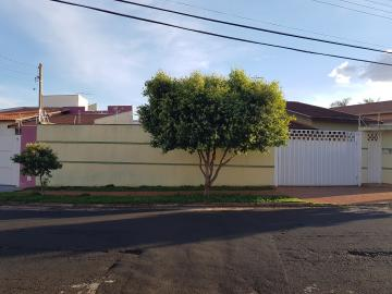 Alugar Casas / Padrão em Ribeirão Preto. apenas R$ 2.200,00